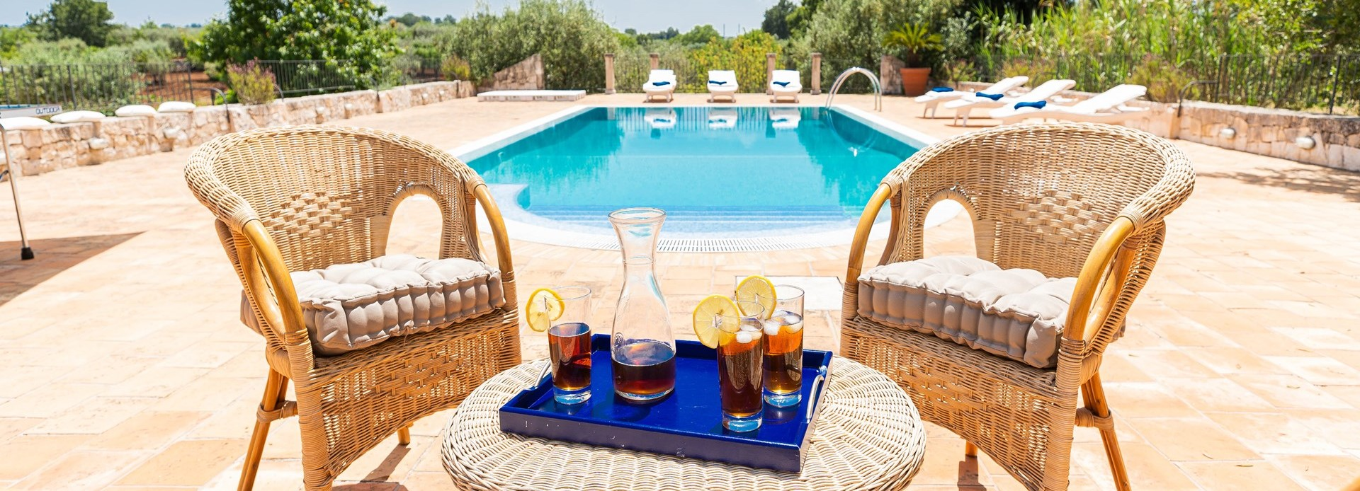 trulli-volpe-puglia-poolside-seating