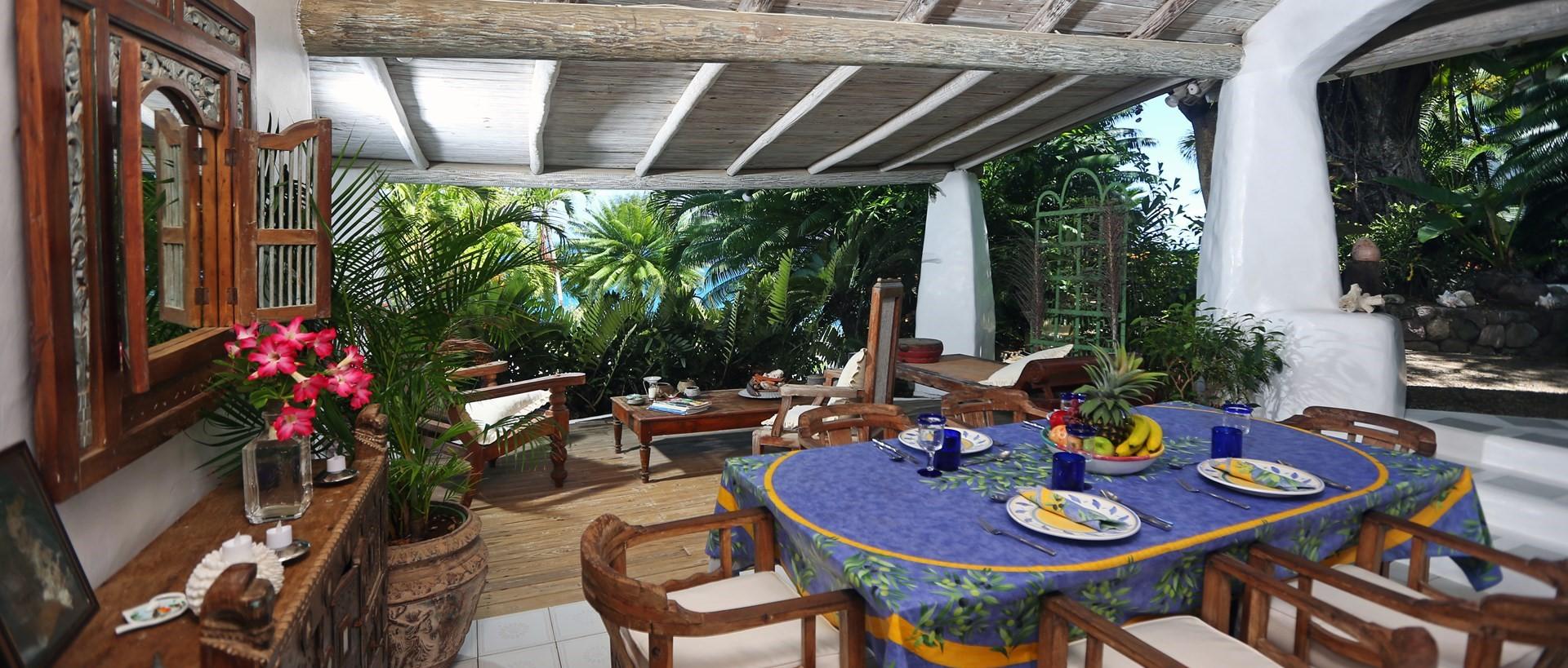 smugglers-nest-villa-al-fresco-dining