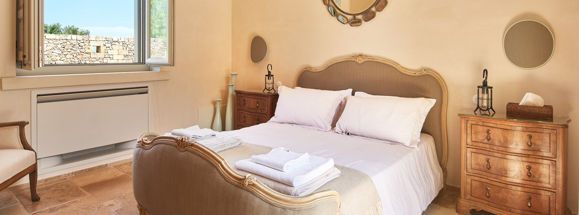 luxury-5-bed-villa-puglia-bedroom