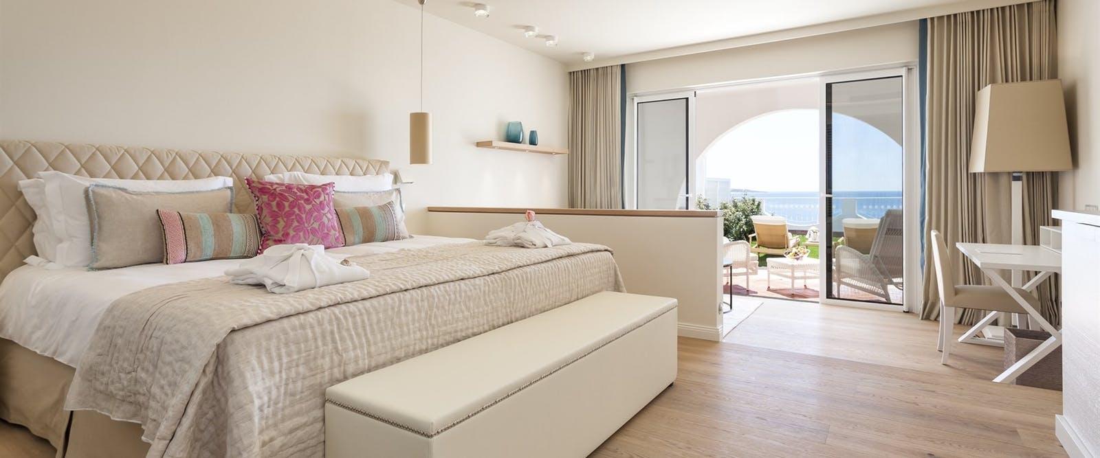deluxe_ocean_view_room