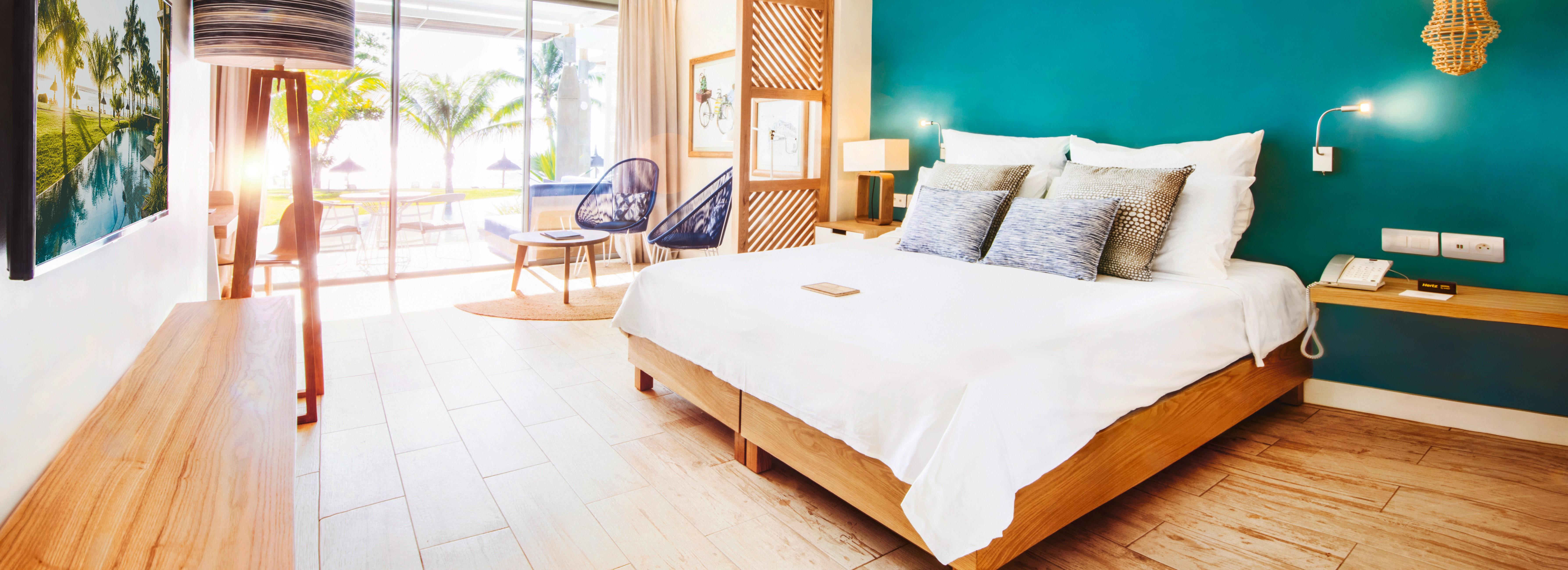 victoria-mauritius-swim-up-bedroom