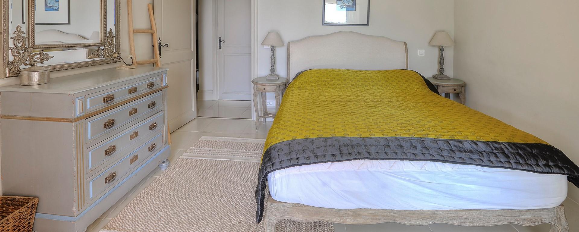 villa-gigaro-double-bedroom-2