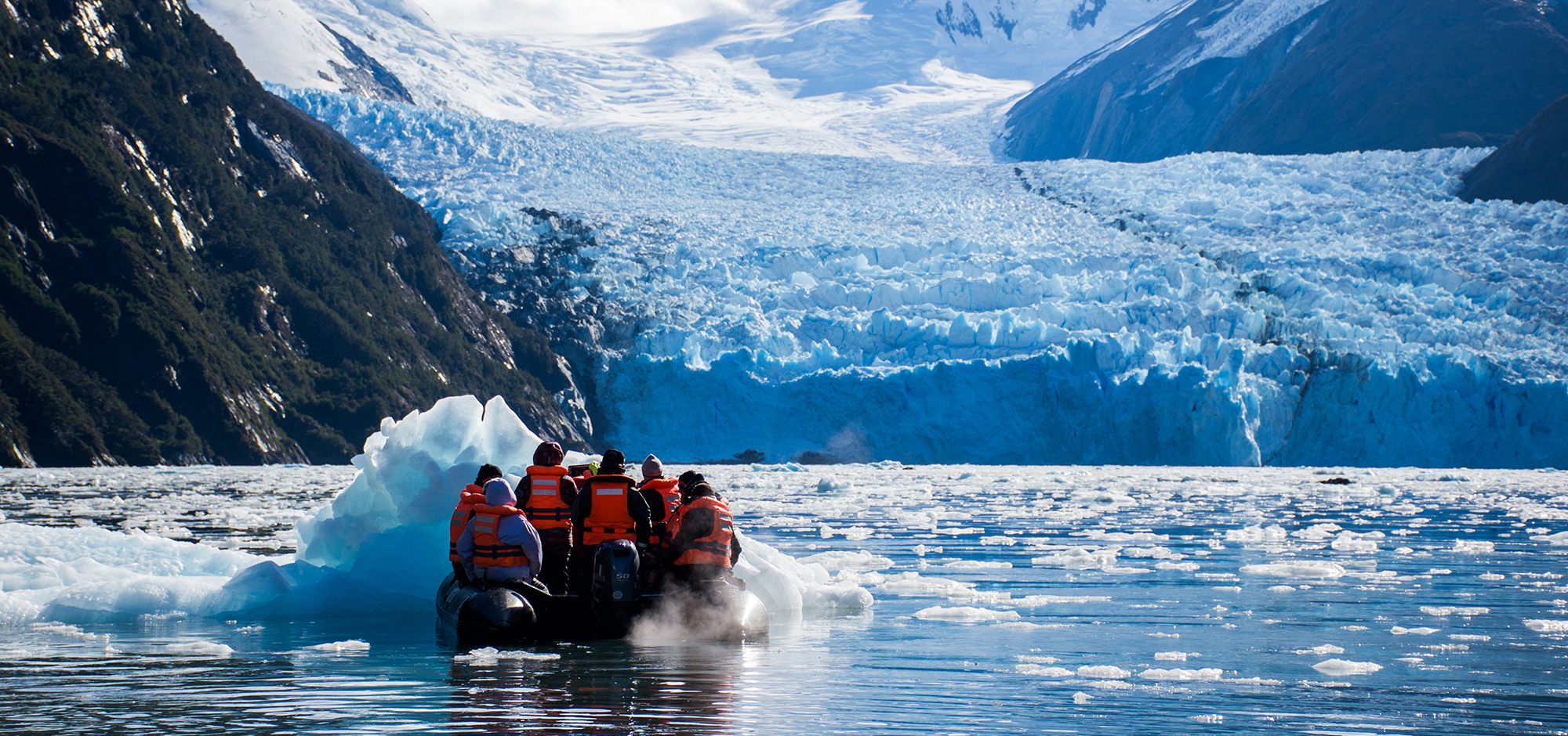 viewing-glacier-aboard-zodiac