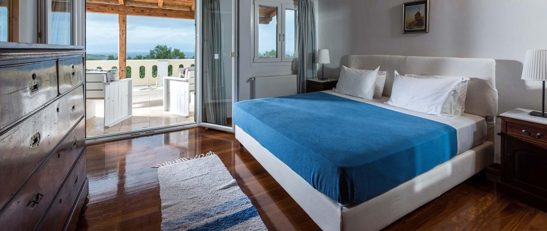 villa-iviscus-paxos-master-bedroom