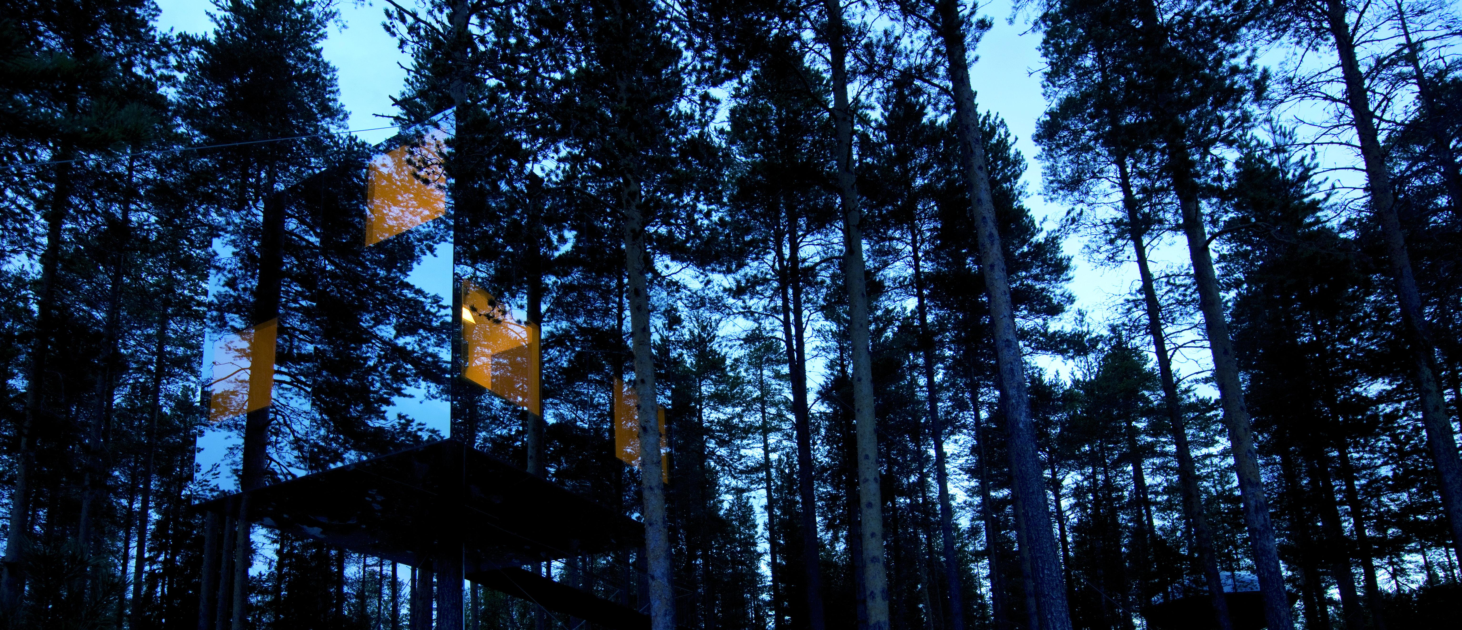 mirror_cube_exterior_treehotel
