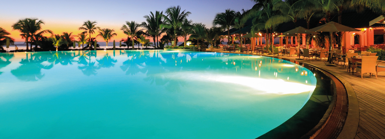 victoria-mauritius-main-pool-night