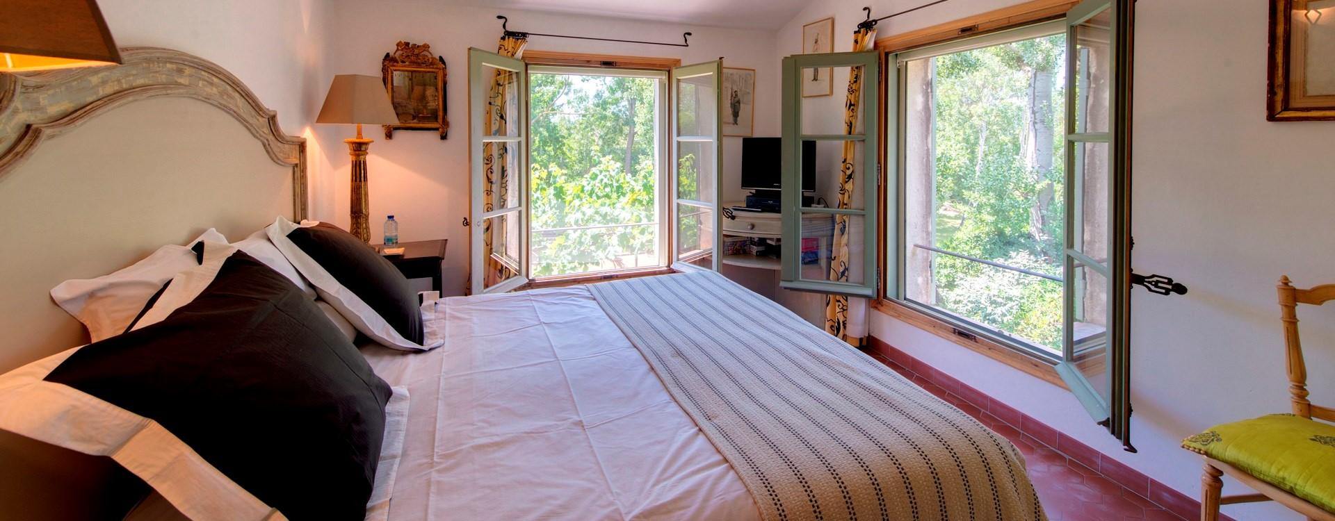 villa-isabelle-master-bedroom