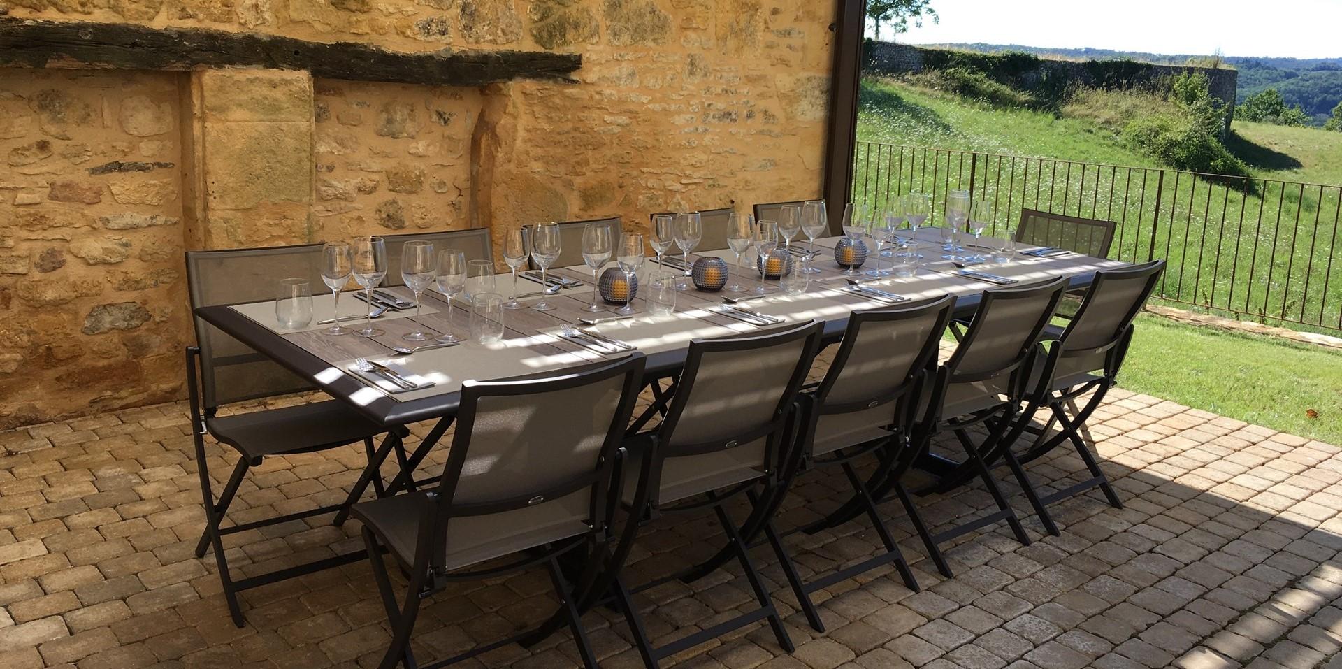 villa-le-village-dining-terrace.