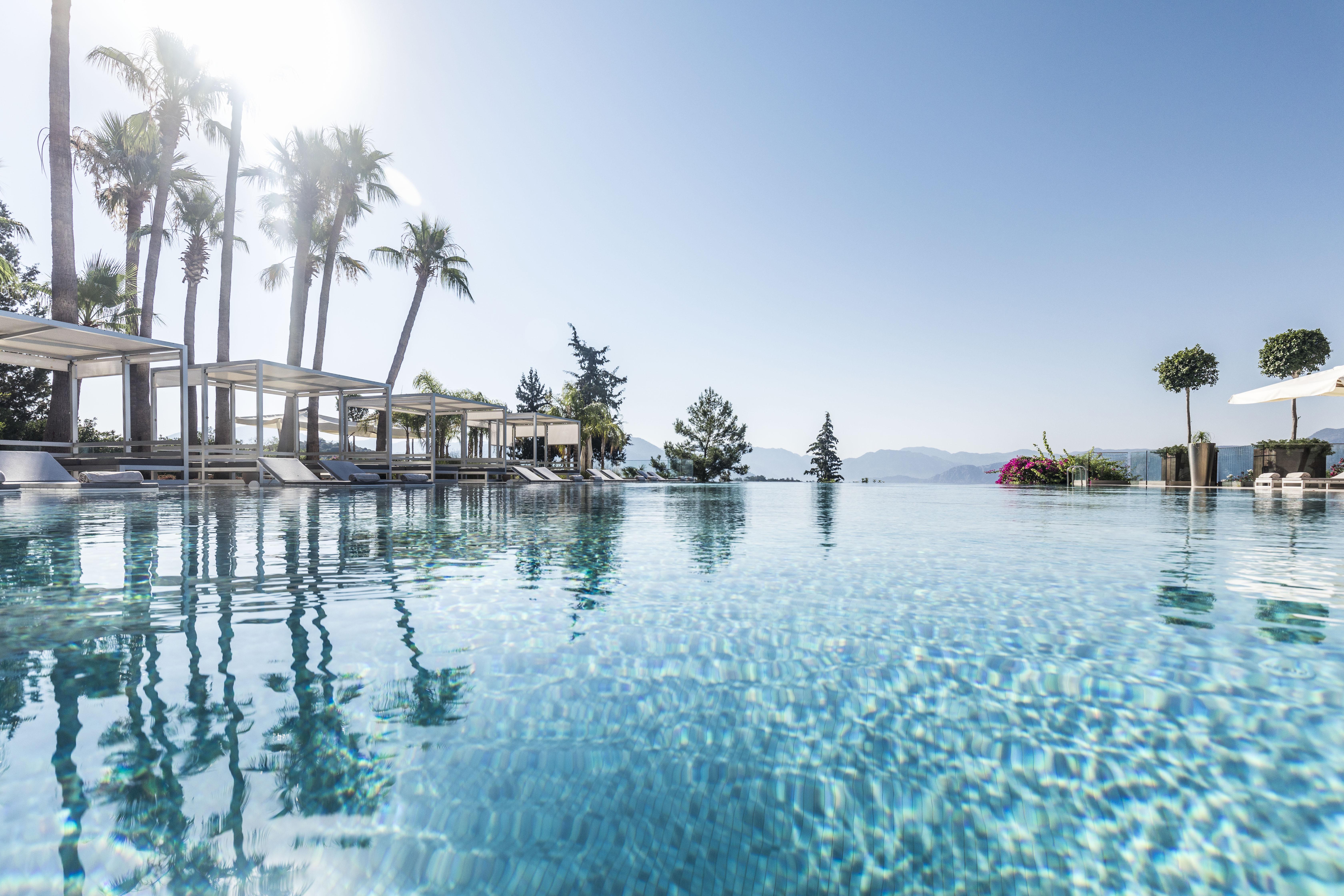D-Hotel-Maris-Swimming-pool