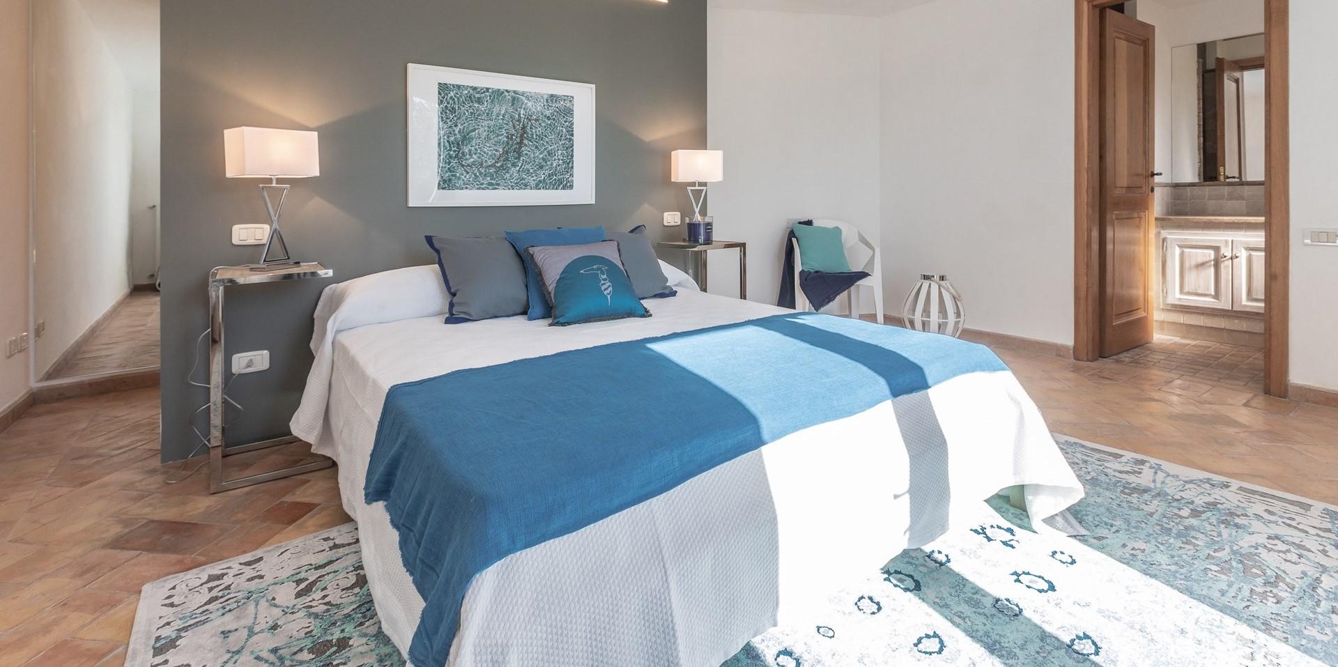 villa-vista-giglio-tuscany-bedroom3