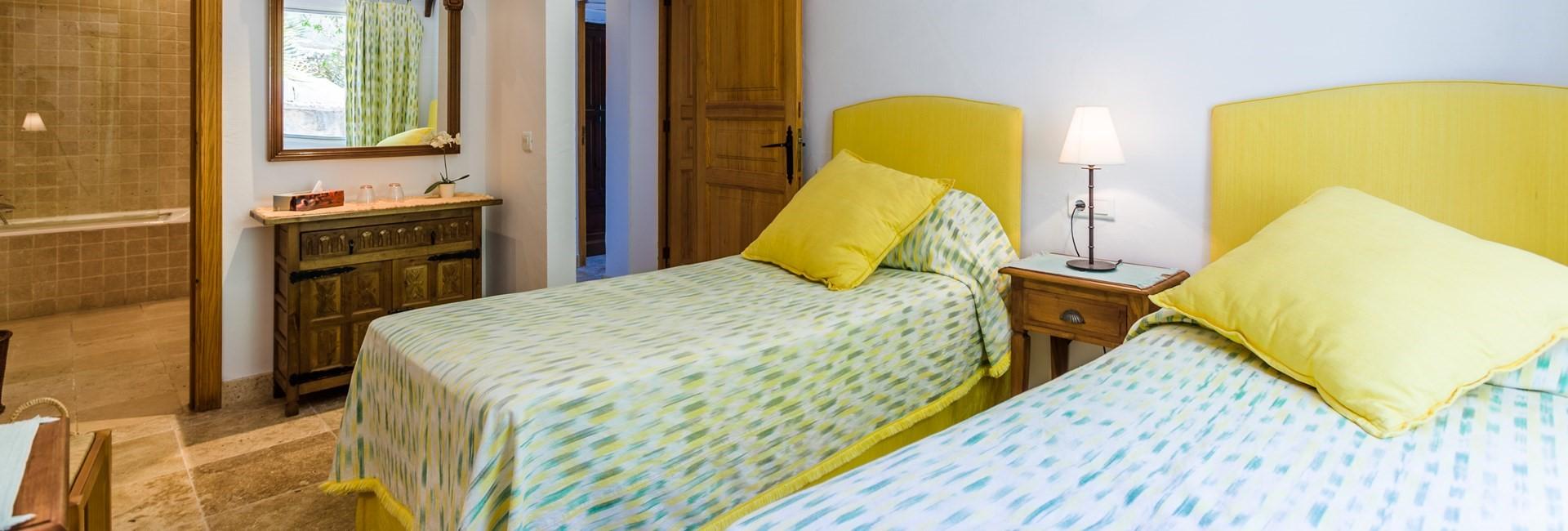 villa-mar-azul-twin-bedroom