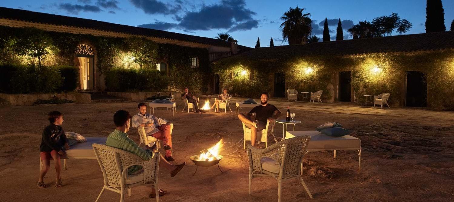 villa-la-dimora-courtyard-night
