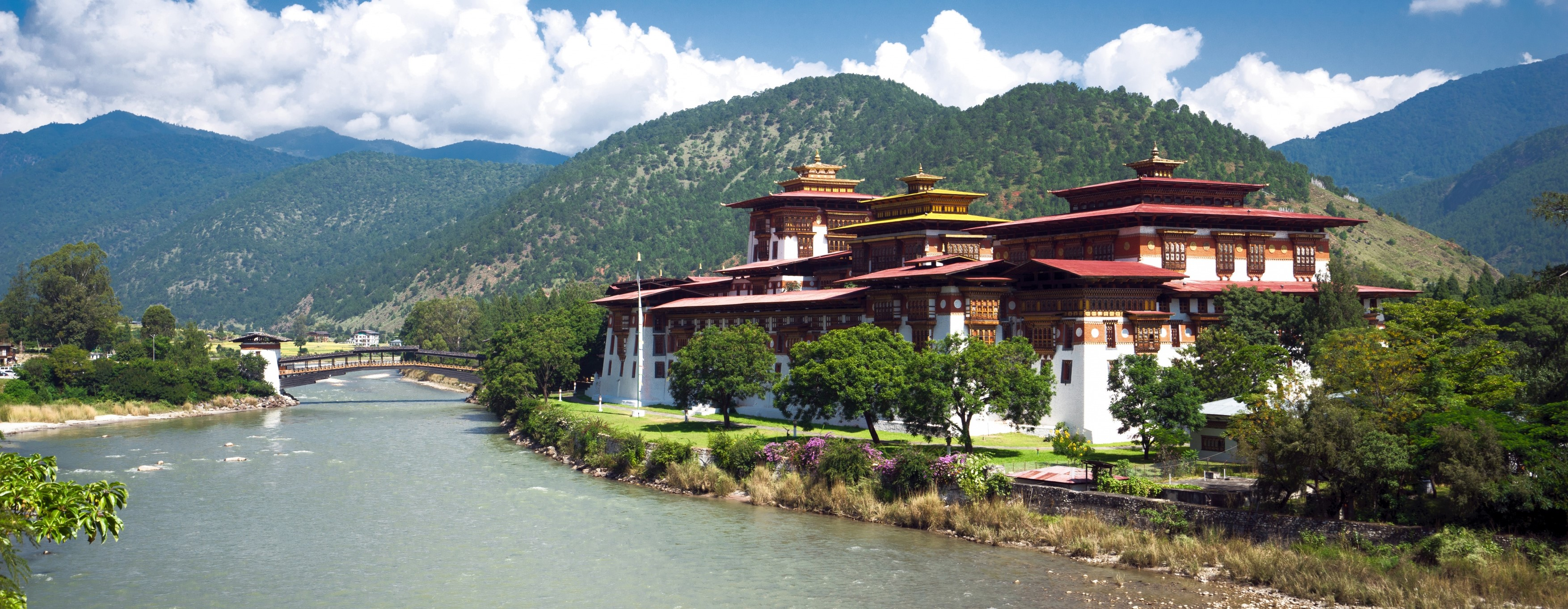 Punakha-Dzong-guided-tour