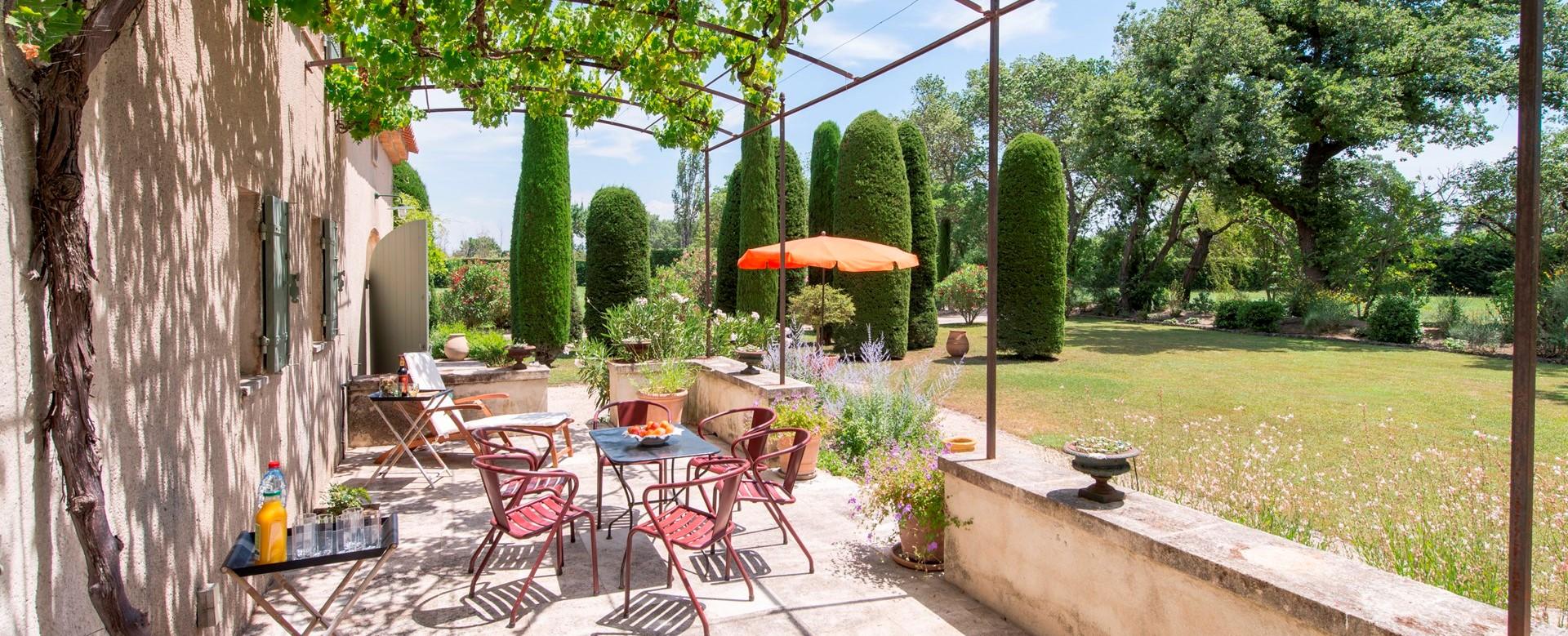 Villa-isabelle-sunny-garden-terrace