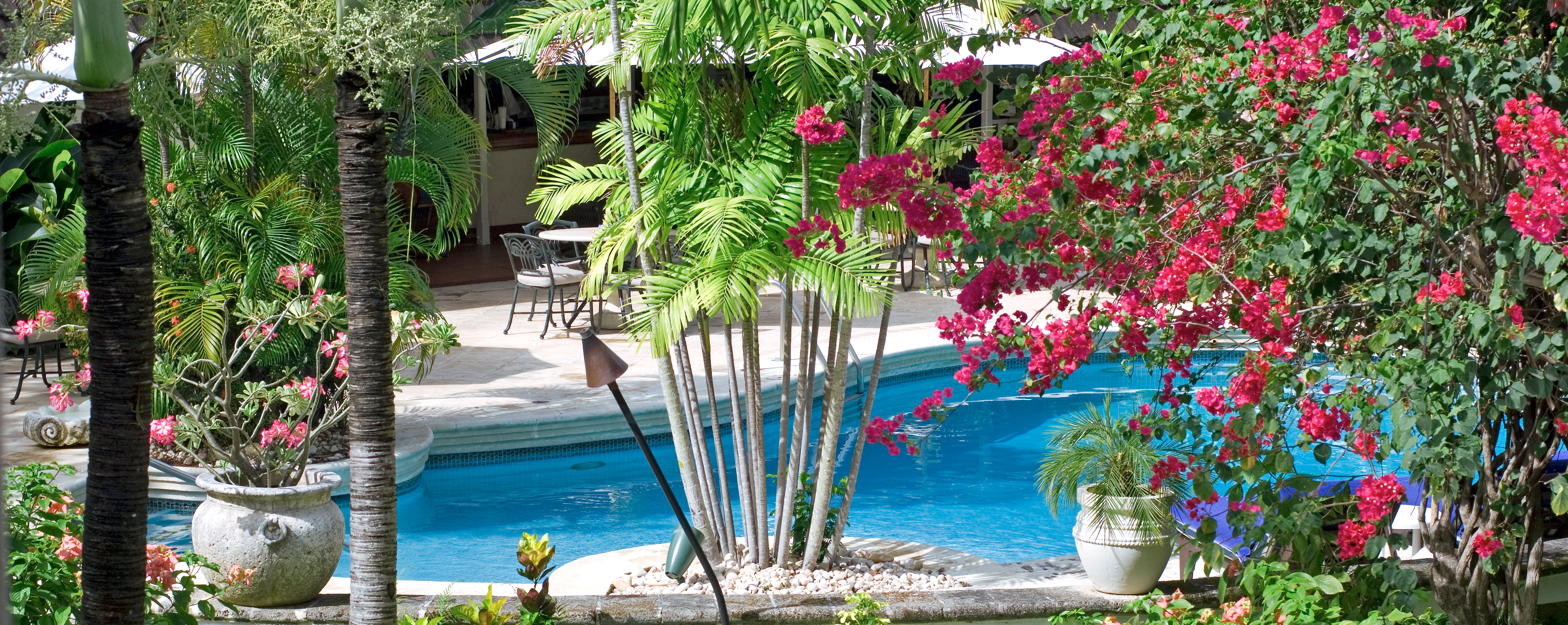 garden-pool-sandpiper-hotel