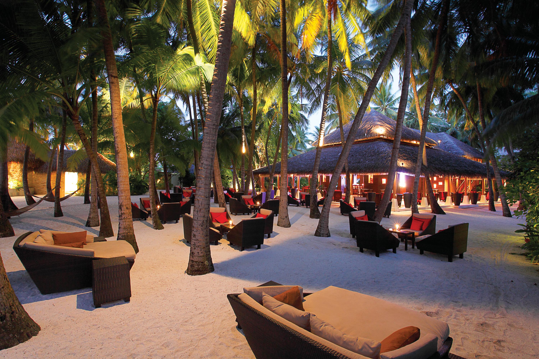 Baros-Maldives-Sails-Bar