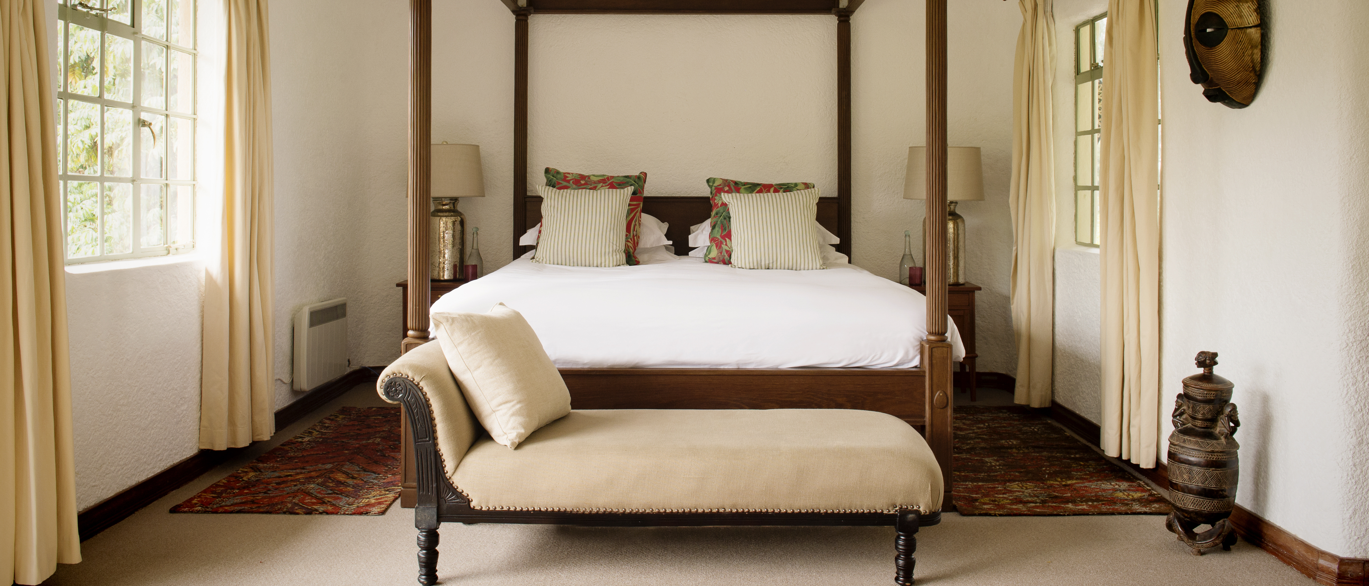 sabyinyo-lodge-four-poster-bed