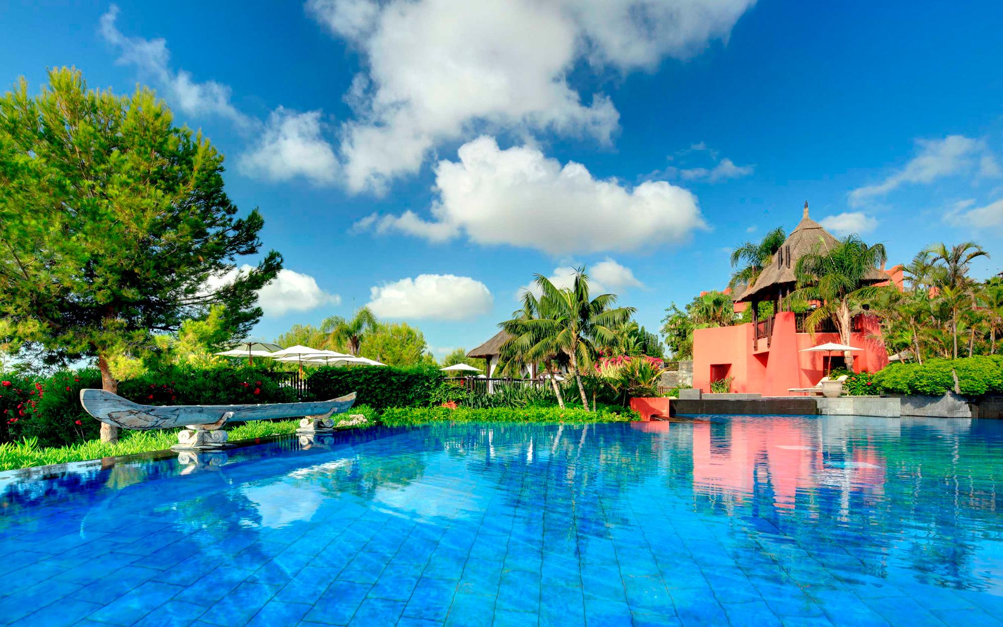 asia-gardens-hotel-spa-yoga