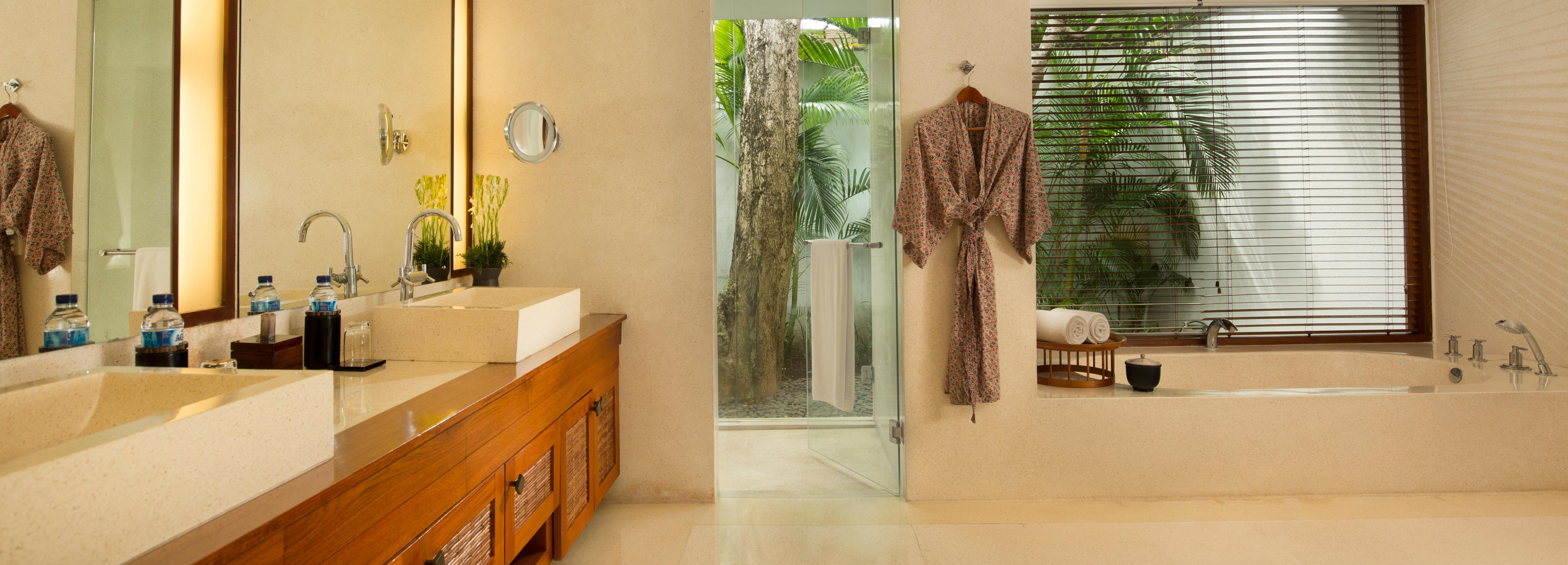 legian-bali-joglo-villa-bathroom