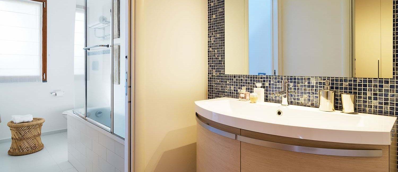 villa-trecastagni-bathroom-en-suite
