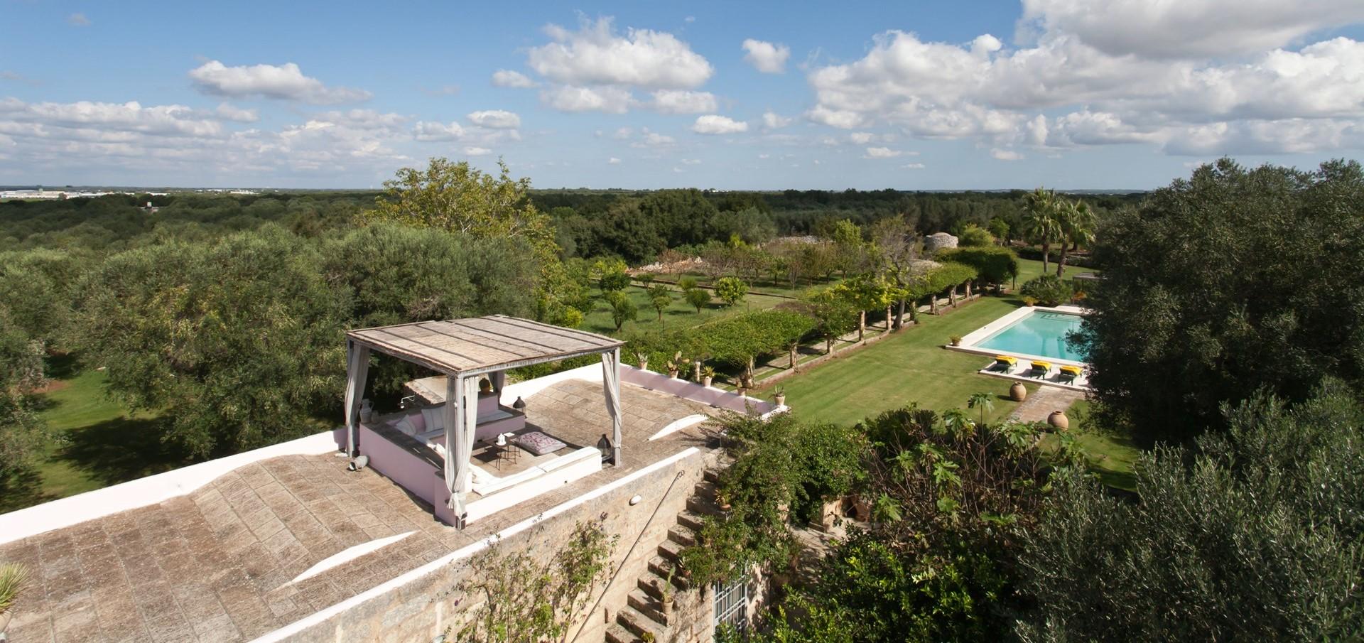 large-family-pool-villa-puglia