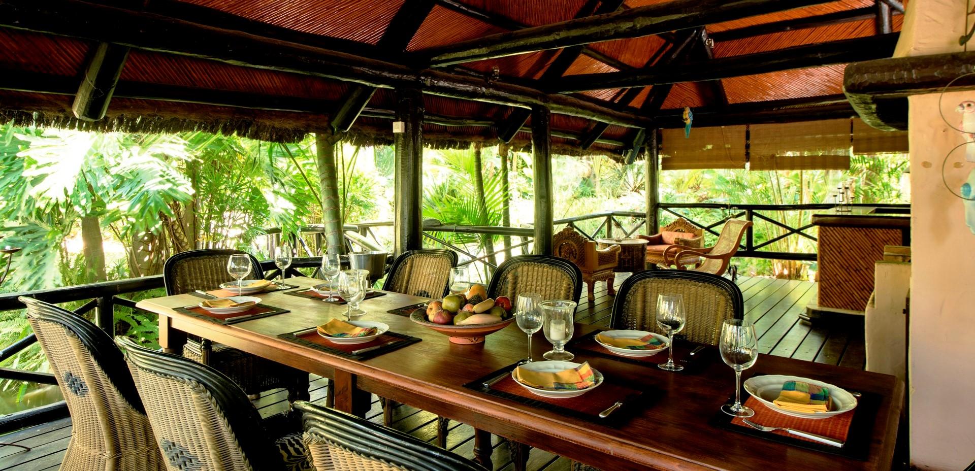 villa-marbella-garden-dining-gazebo