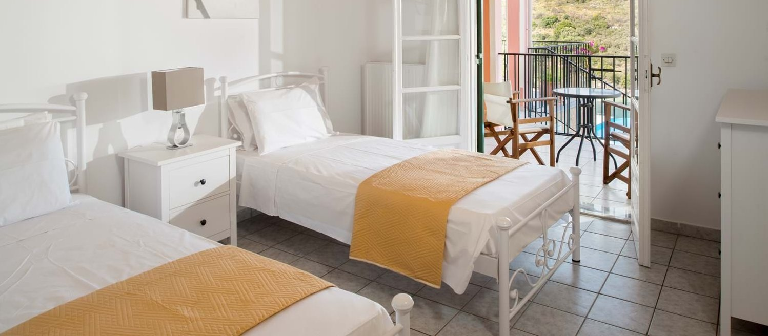 villa-fotoula-corfu-twin-bedroom