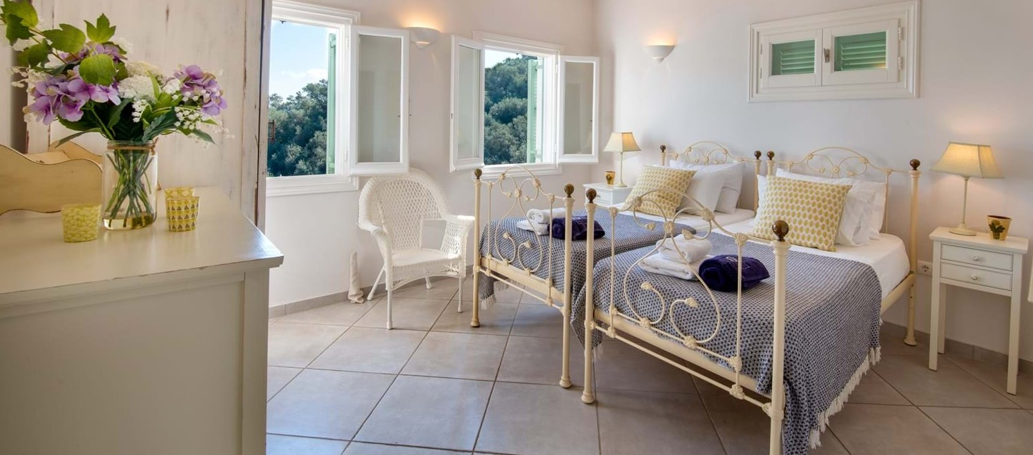 villa-angeliki-corfu-twin-bedroom
