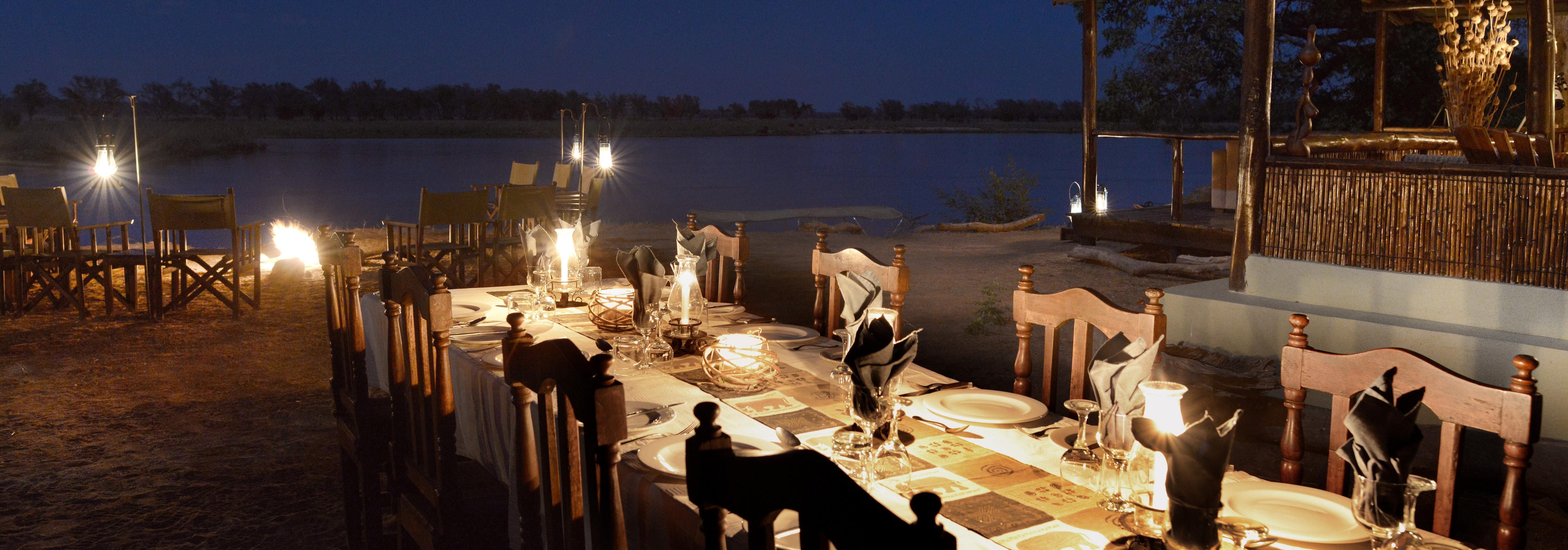 old-mondoro-candle-lit-dinner-zambezi