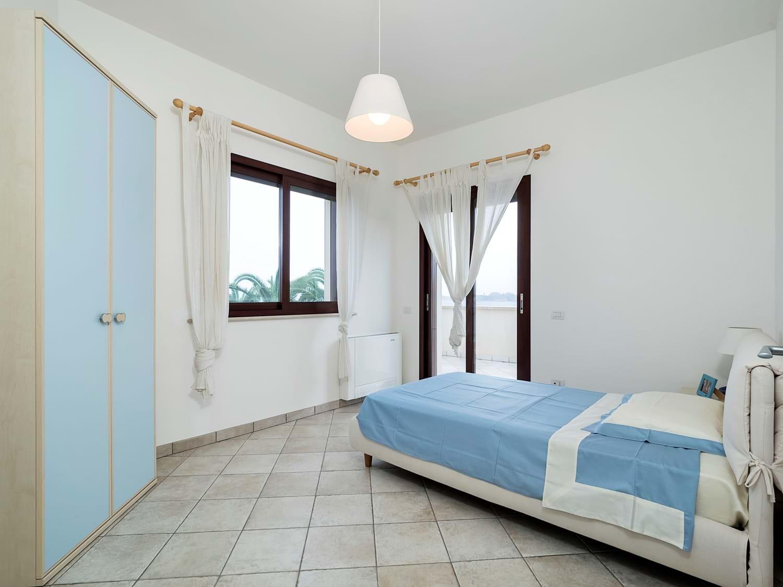 beach-view-single-bedroom