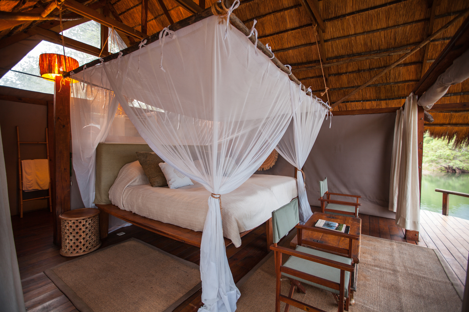 luxury-island-cottage-zambezi-river