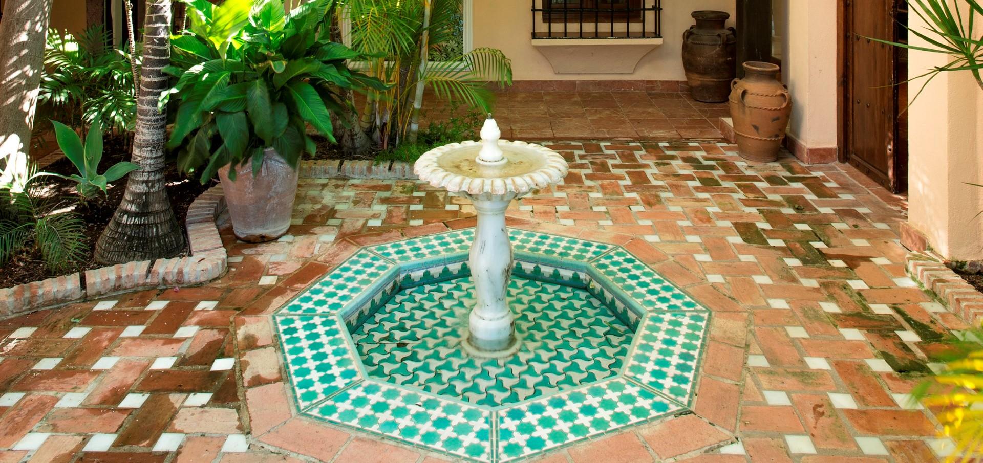 villa-marbella-courtyard-fountain