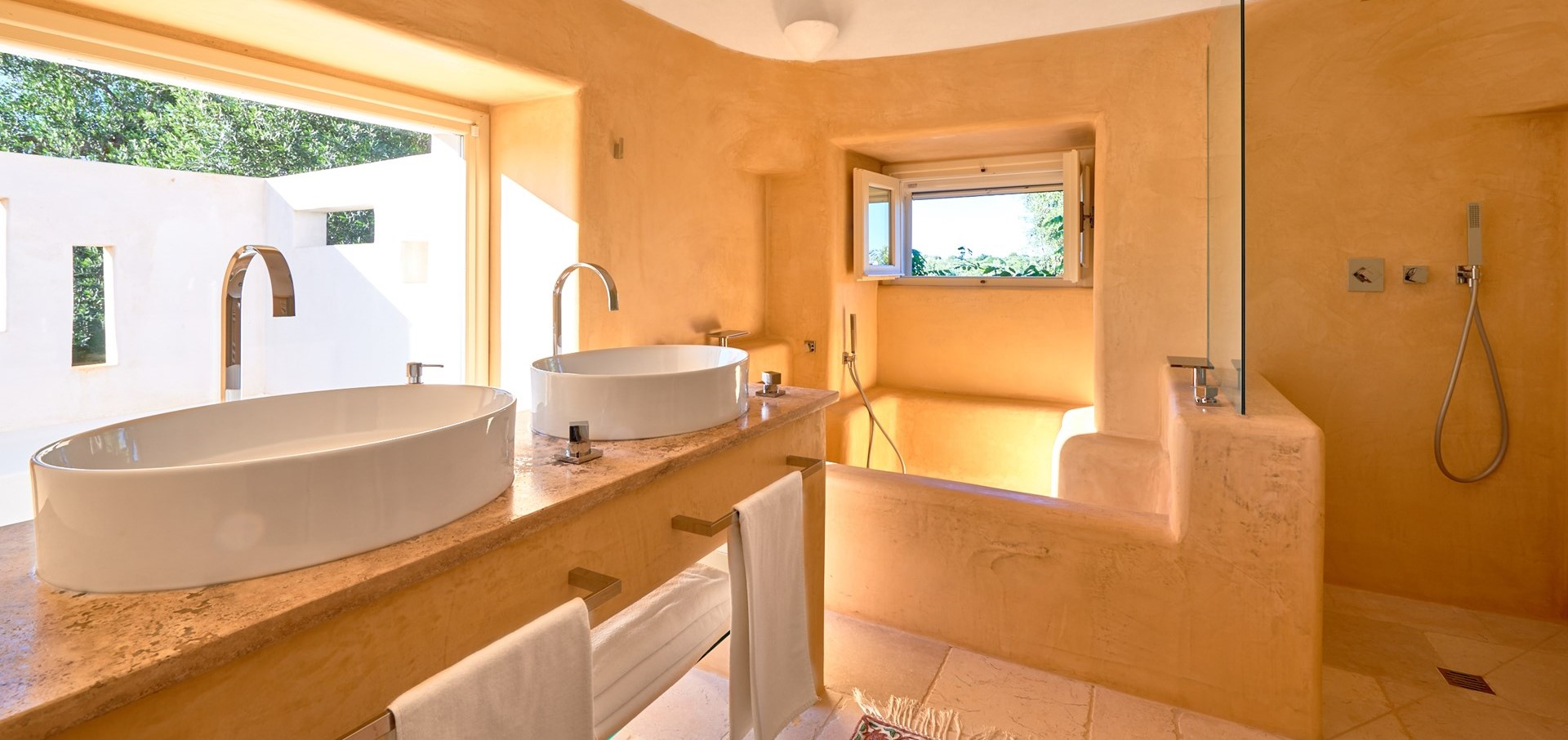 trulli-fiori-large-family-bathroom