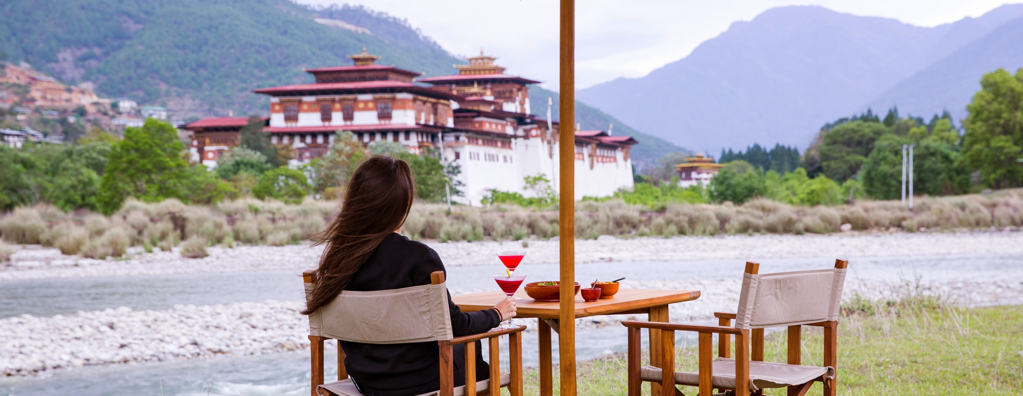 evening-cocktails-punakha-dzong