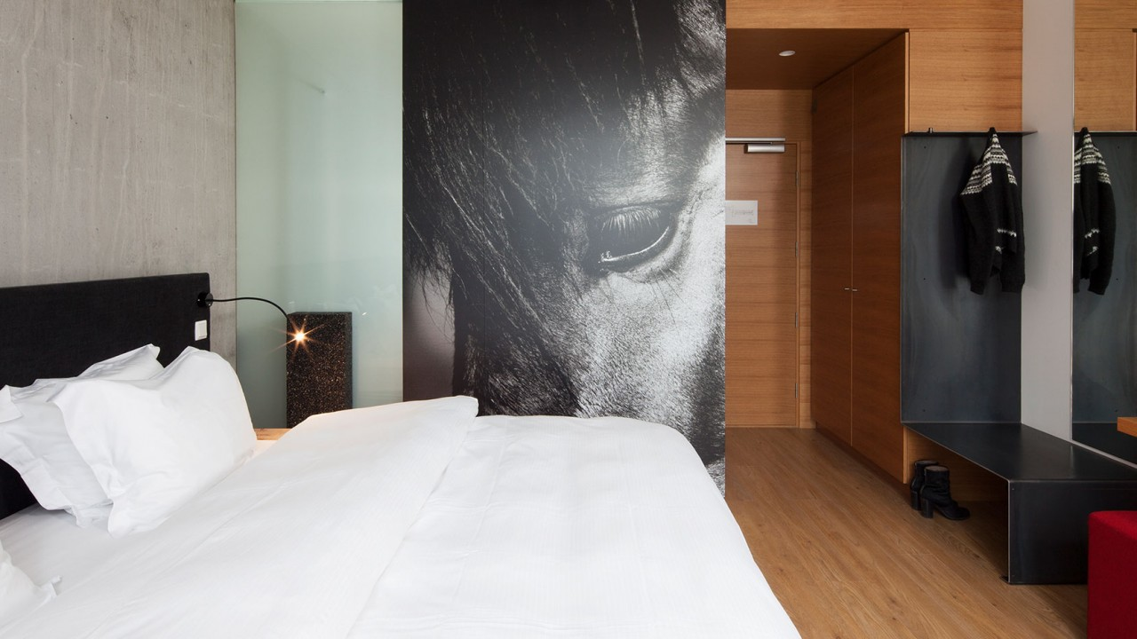 ION-Iceland-Room-deluxe-2-1280x720