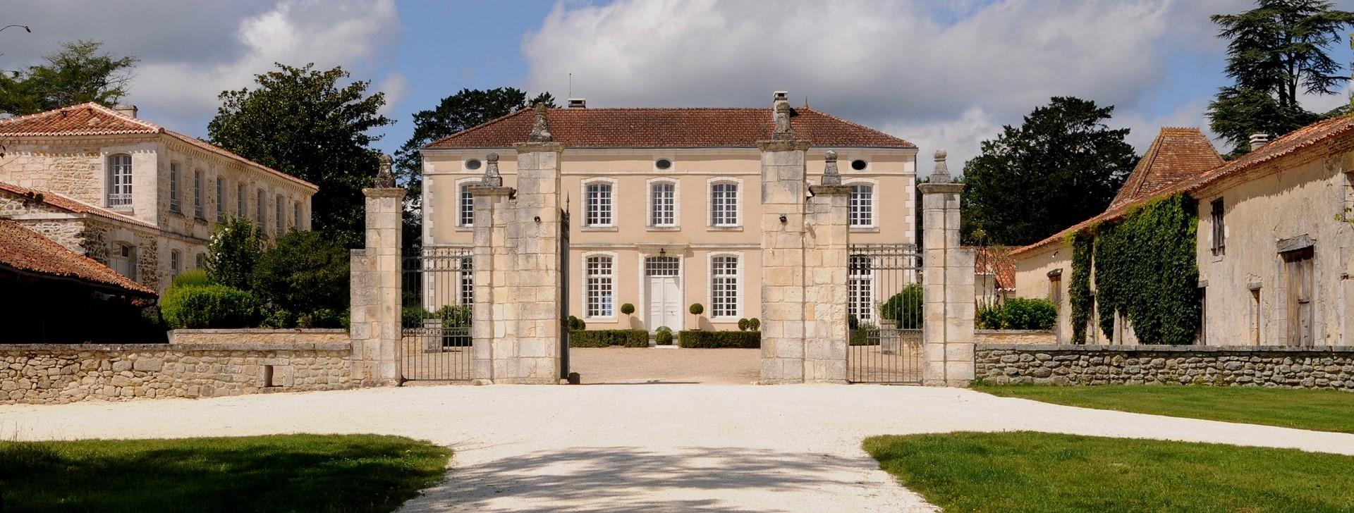 8-bedroom-luxury-villa-dordogne-france