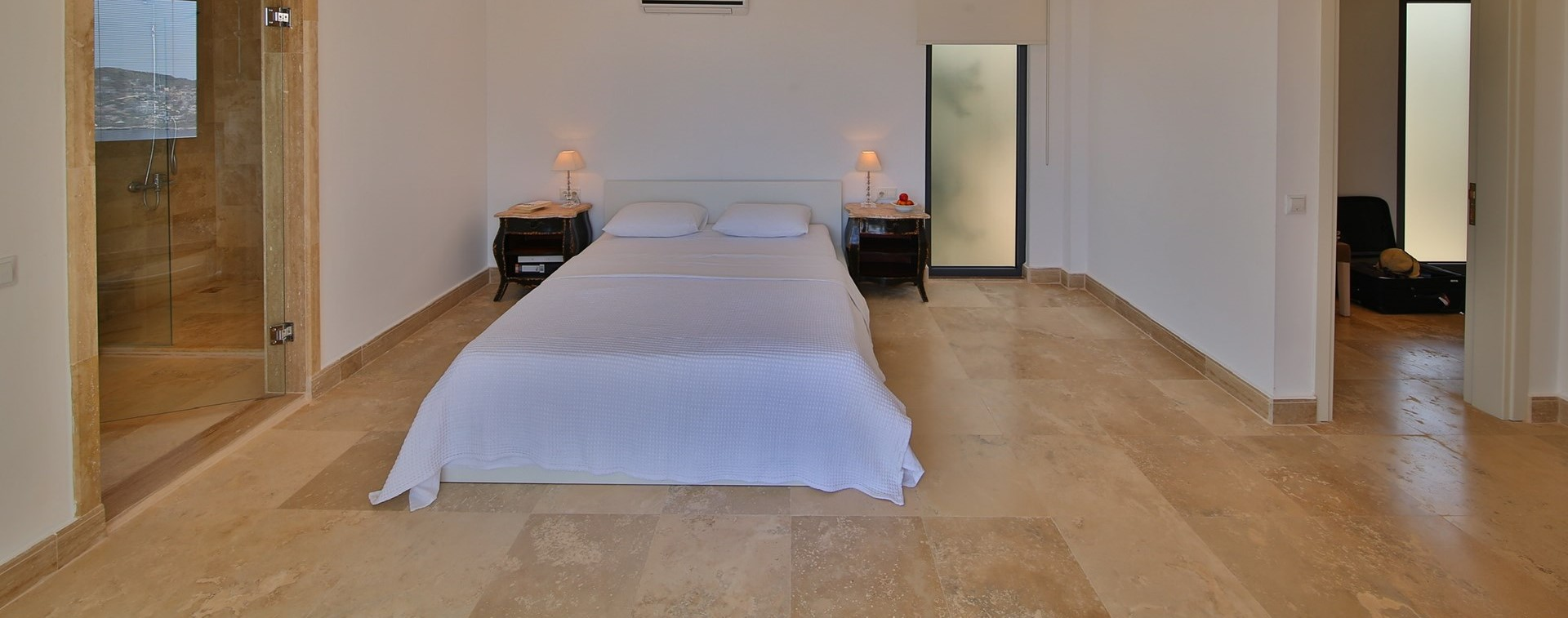 villa-ecrin-kalkan-master-bedroom-suite.