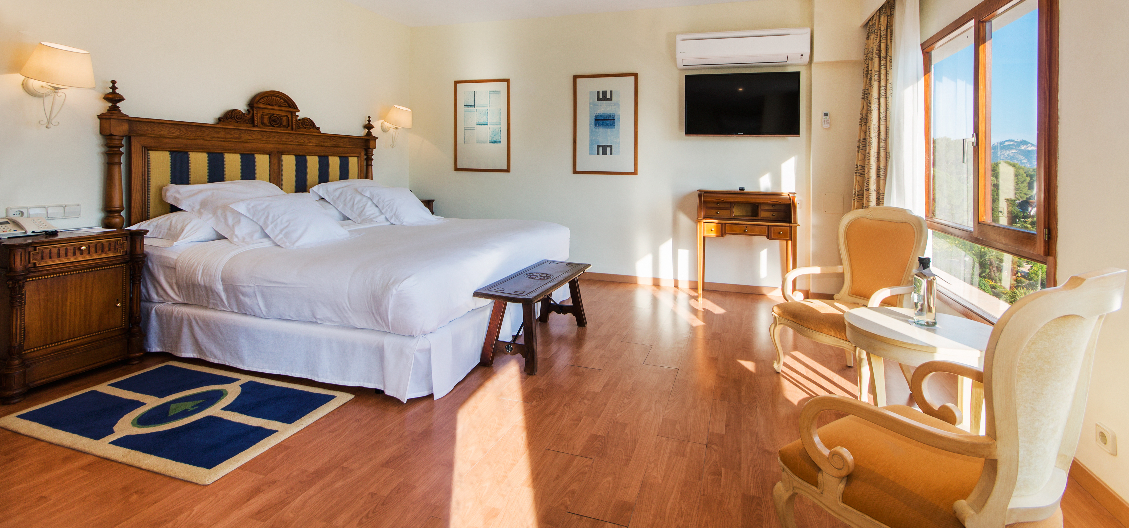 classic-bedroom-formentor-hotel