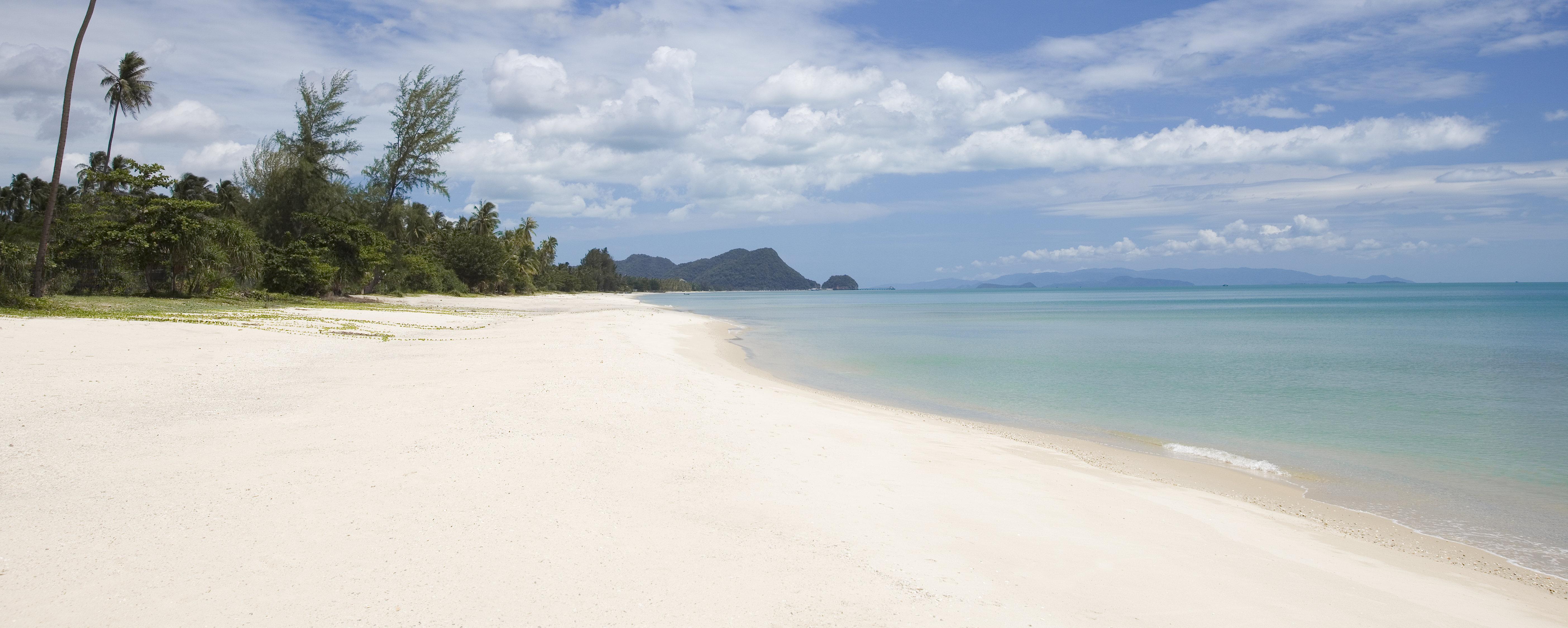 Nadan-Beach-Khanom-Thailand