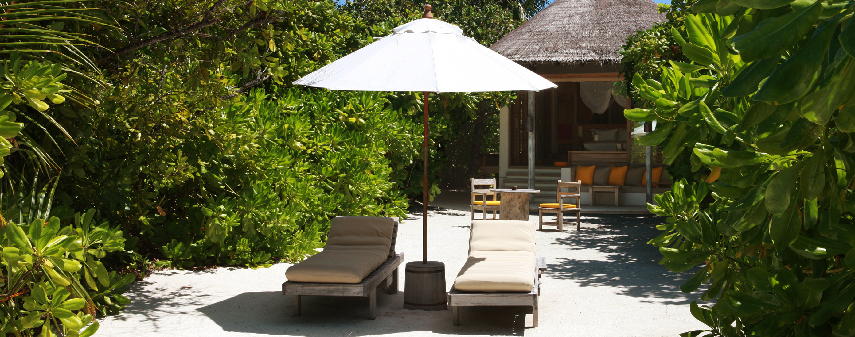 Beach_Villa_Exterior_six_senses