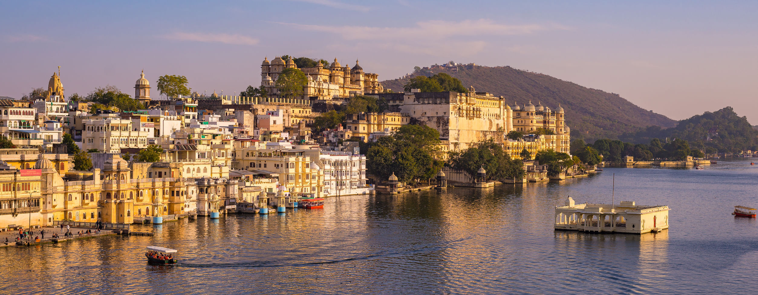 udaipur-city-palace-view-from-lake