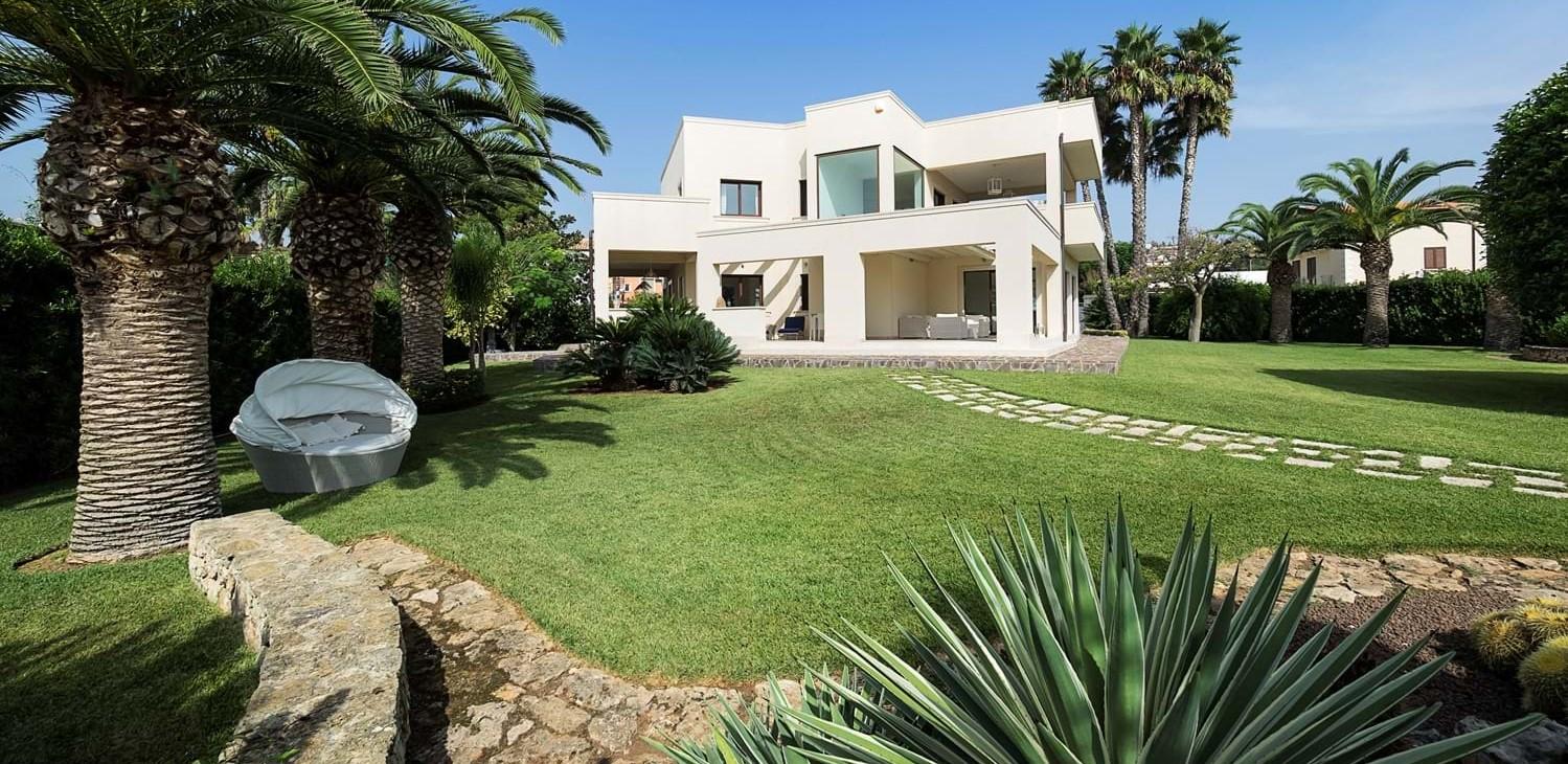 luxury-family-beach-villa-sicily