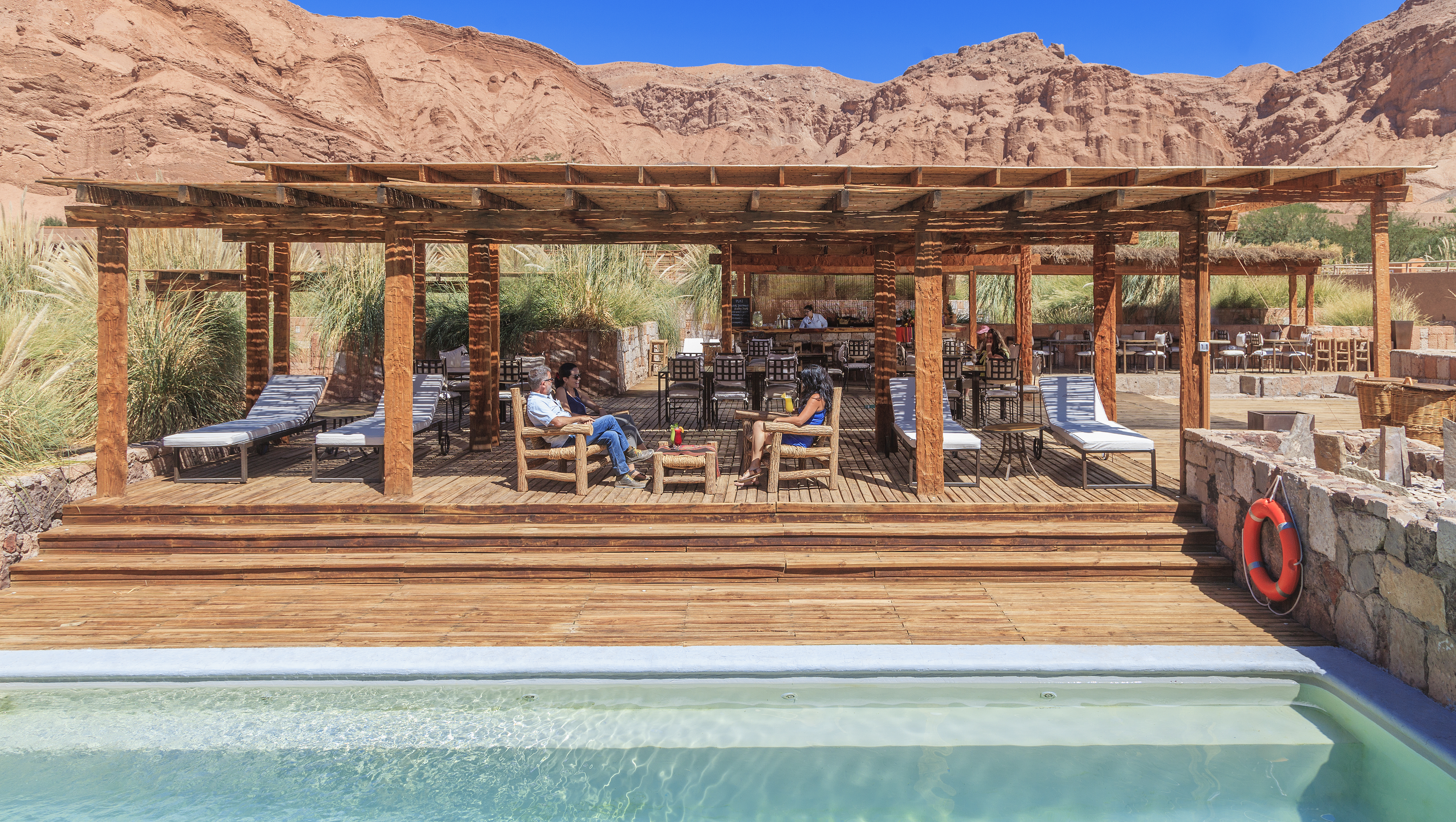 alto-atacama-poolside bar