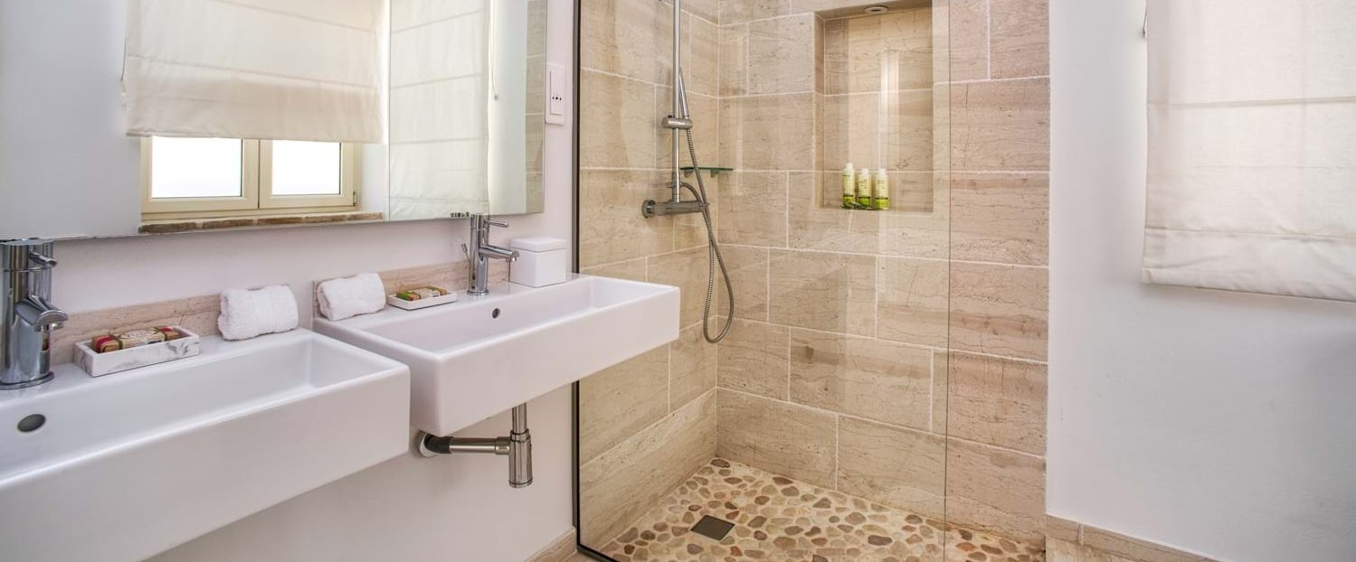 peristera-house-corfu-ensuite-shower
