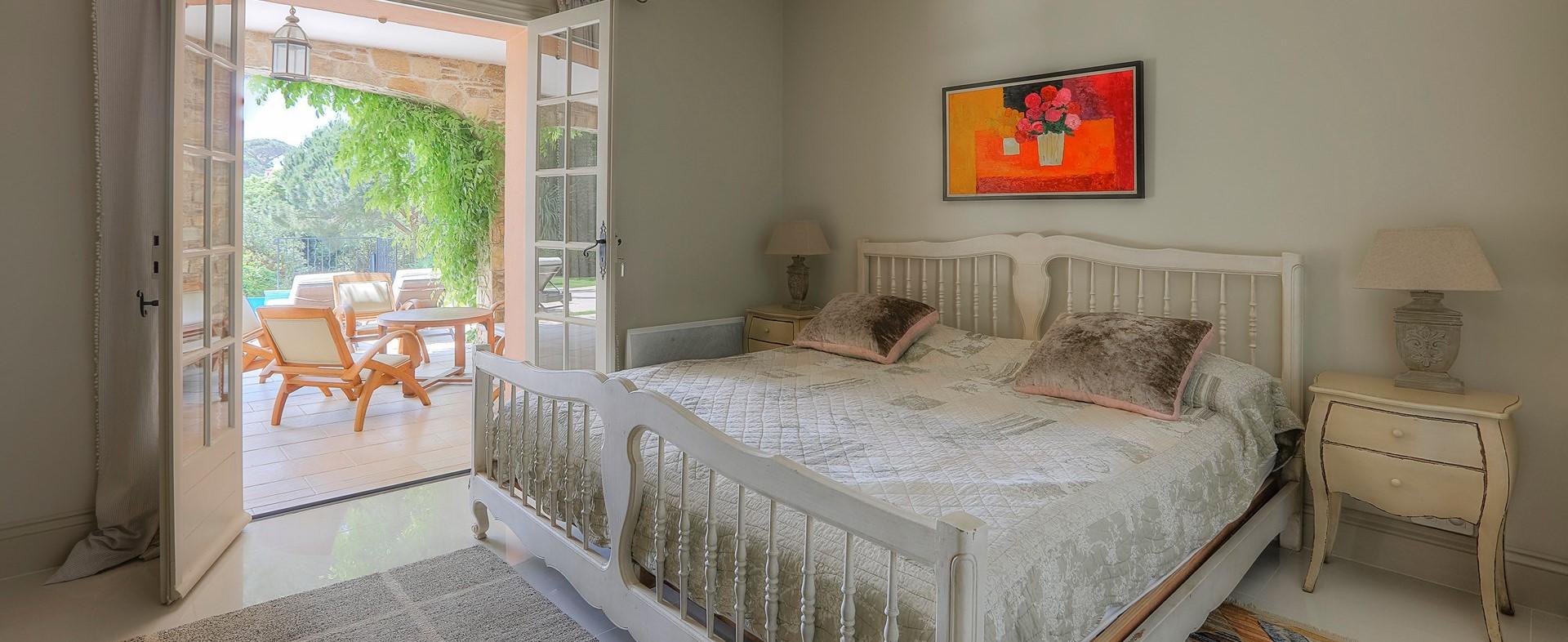 villa-gigaro-double-bedroom-1