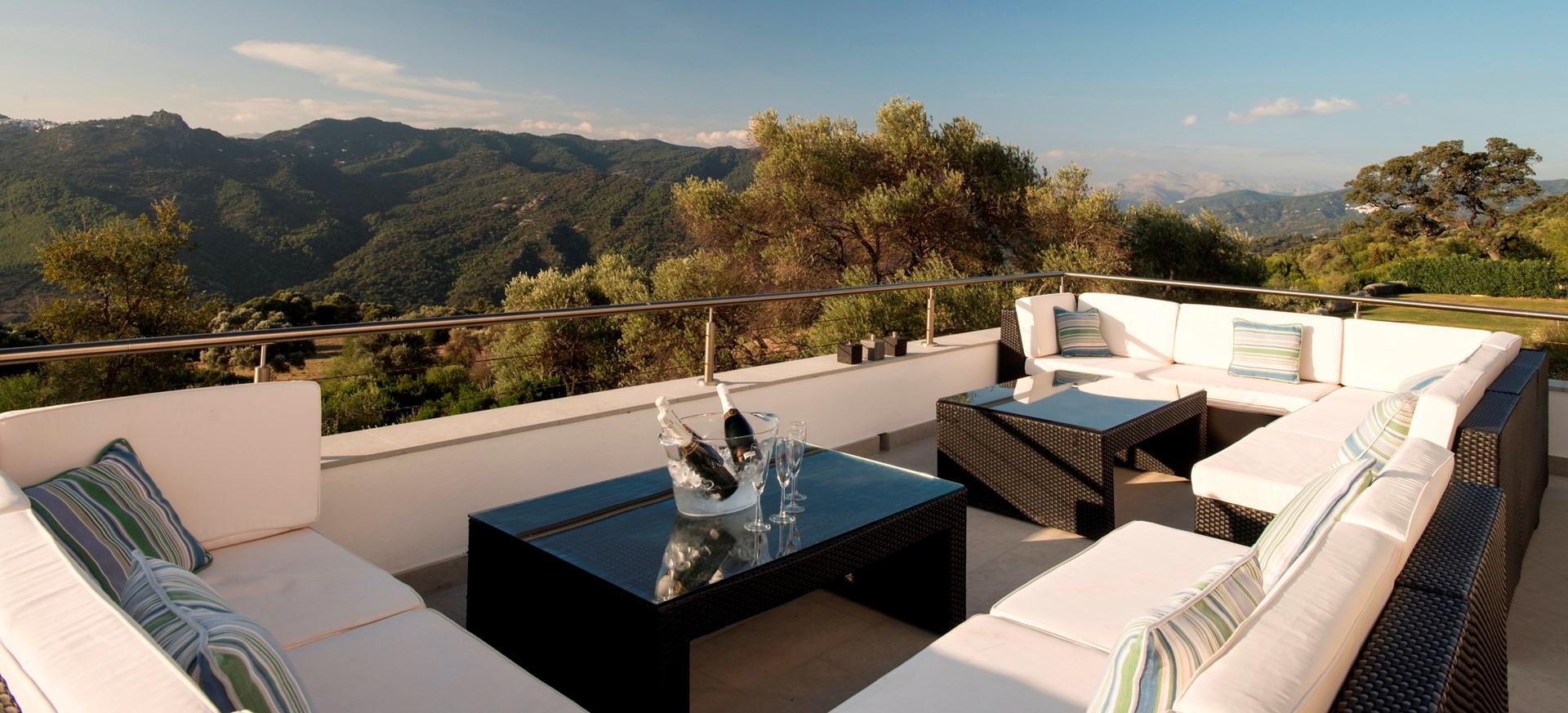 6-bedroom-luxury-villa-andalucia
