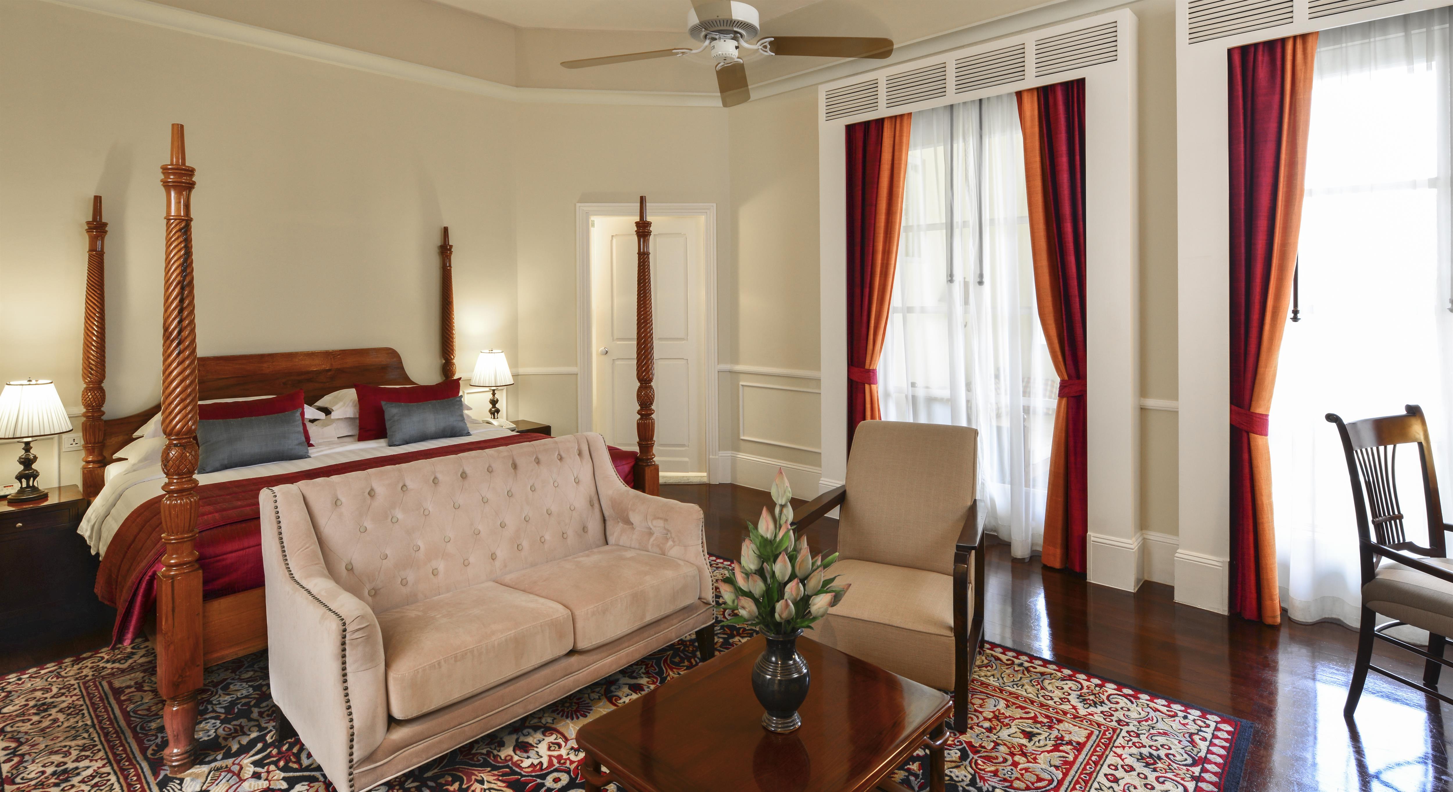 luxury-suite-raffles-grand-hotel
