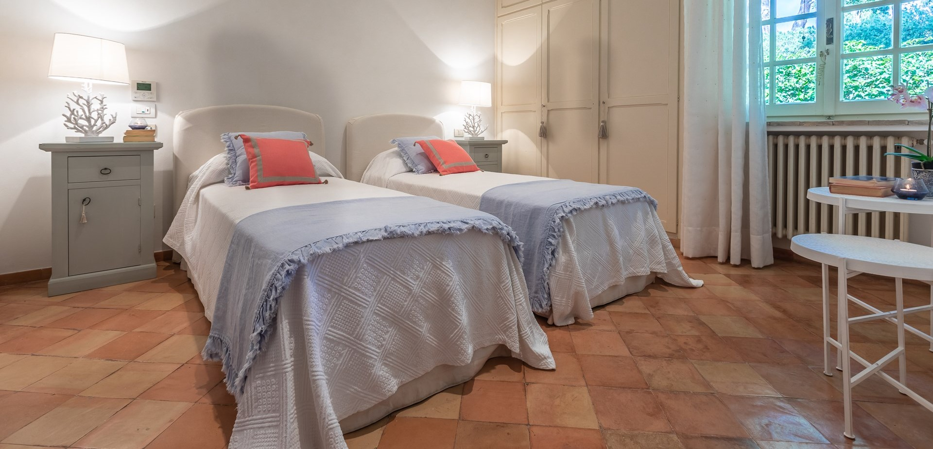 villa-vista-giglio-twin-bedroom