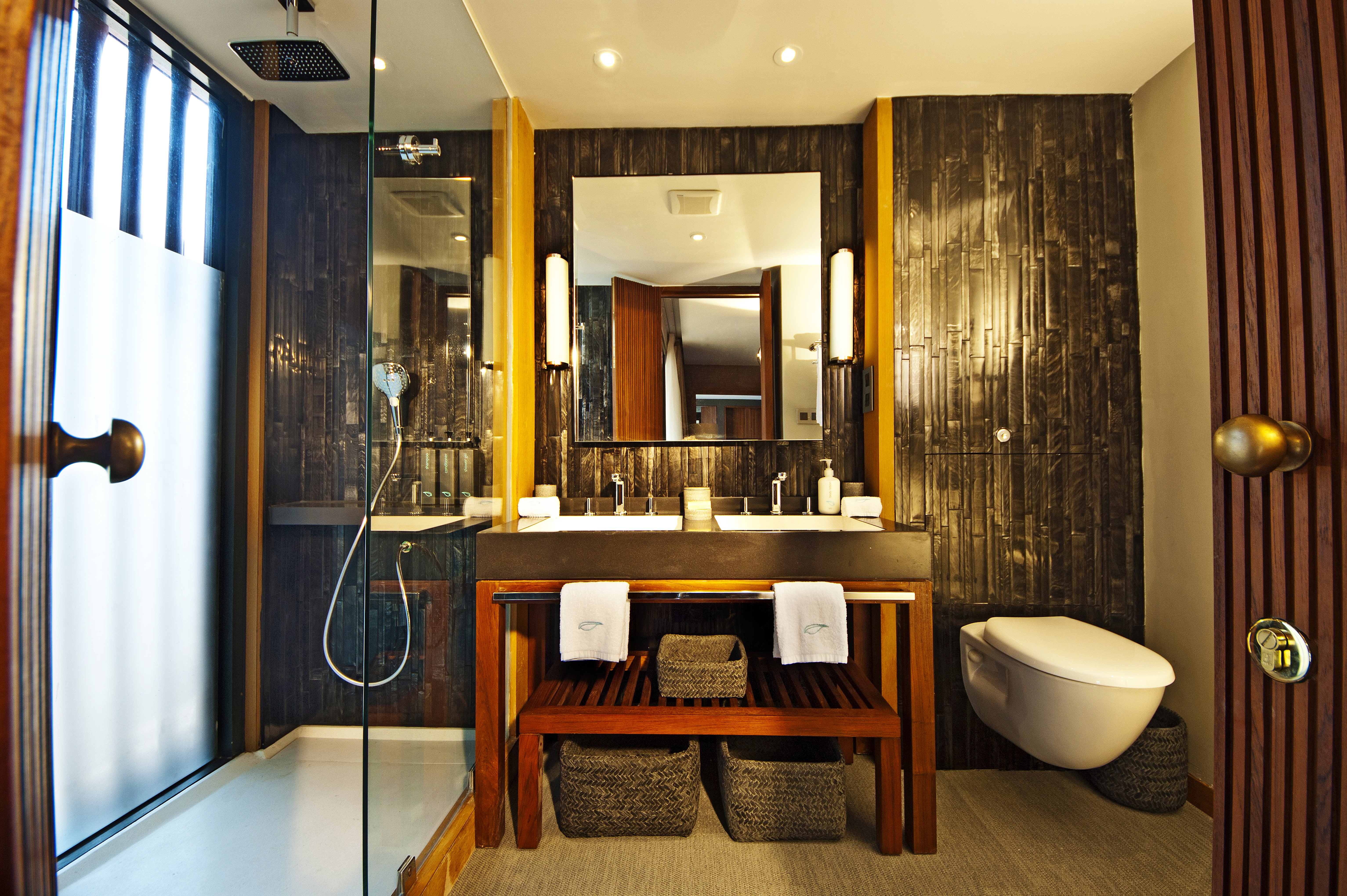 Aqua-Mekong-Design-Suite-Bathroom