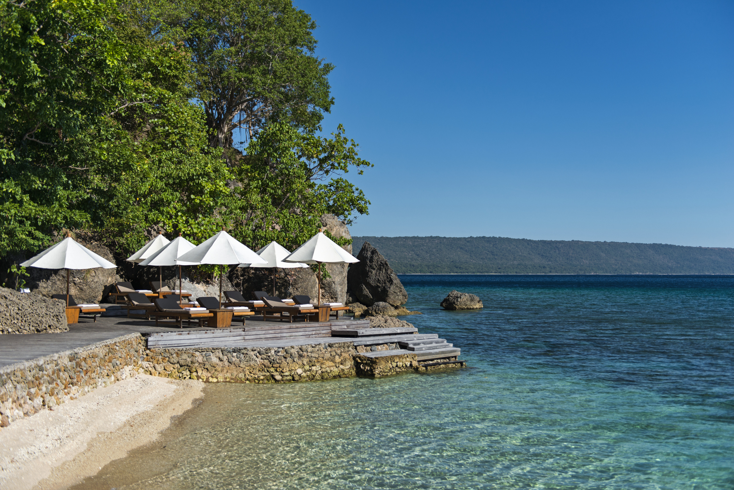 amanwana-moyo-island-beach